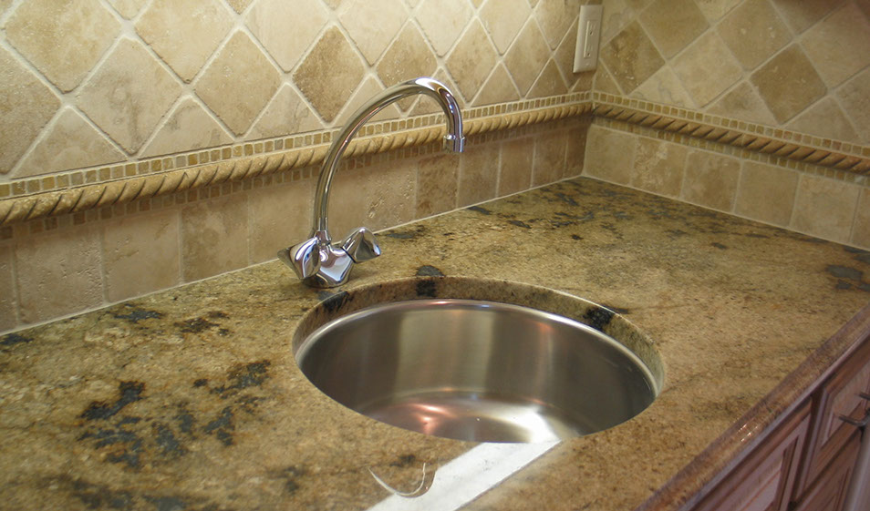 JAGUAR COUNTERTOP WITH OGEE EDGE