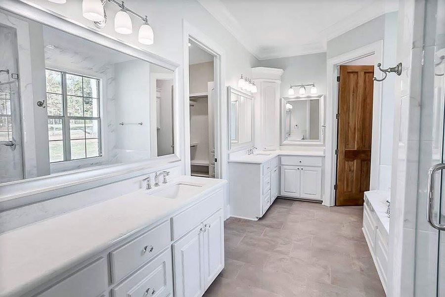 GOT TO LOVE THIS WHITE MASTER BATH